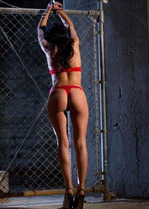 Озабоченные лесбиянки в связаном виде умудряются заниматься еблей - фото 4