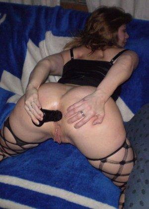 Толстенькие жены обожают ебеться с парнями между своих огромных сисек - фото 6