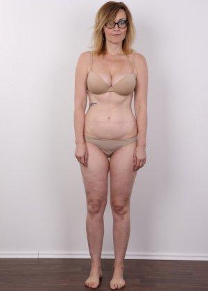 Опытная дамочка решает принять участие в чешском кастинге и показывает свое немолодое тело - фото 3