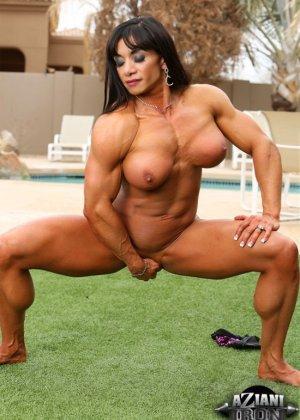 Марина Лопес обладает необыкновенно подтянутым телом, которое она так стремится показать всем - фото 10