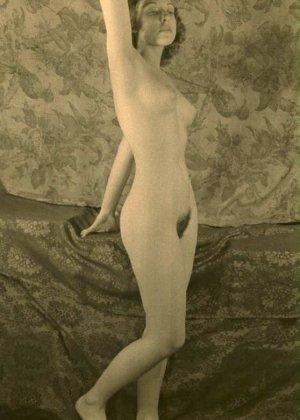Очень старые фотографии показывают обнаженное тело женщины, которая не знала о существовании бритвы - фото 2