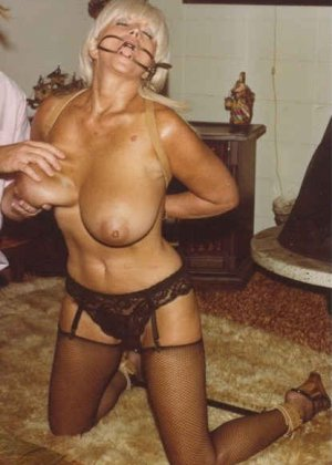 Ретро снимки понравятся тем, кто любит большие буфера и захочет рассмотреть опытную дамочку - фото 8