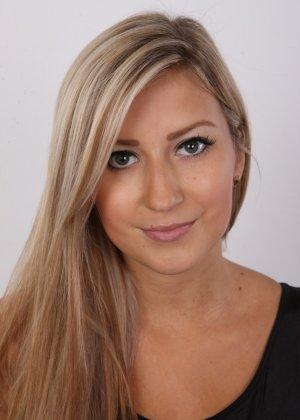 Сексуальная блондинка участвует в чешском кастинге и показывает себя во всей своей красоте - фото 2