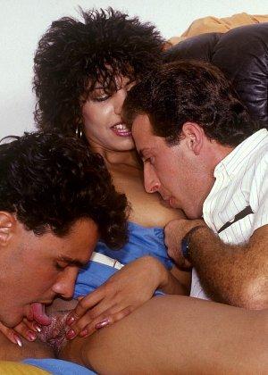 Ретро-снимки понравятся многим, ведь на них можно лицезреть сумасшедшее действо – групповой секс - фото 6