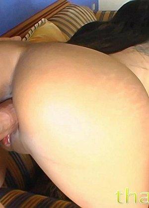Азиатская с красивыми сиськами занимается вагинальным сексом в разных позах - фото 9