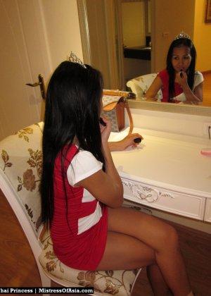 Красивая азиатская девушка со стройной фигуркой засветила свои трусики - фото 6