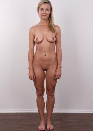 Слегка волосатый лобок девушки, которая предпочитает носить джинсы и свободные свитера - фото 12- фото 12- фото 12