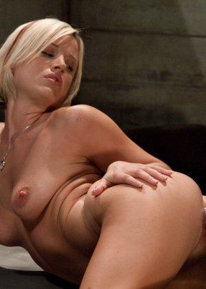 Жасмин Джоли решает испытать себя на секс-машине - фото 8- фото 8- фото 8