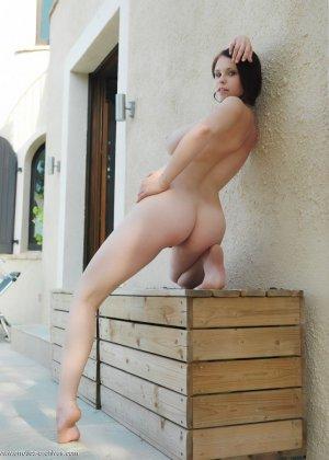 Аркида Ривас демонстрирует себя в обнажённом виде, показывая свою пышную грудь - фото 7