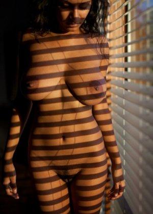 Индийские женщины очень темпераментны и готовы показывать свои тела без лишней одежды - фото 9