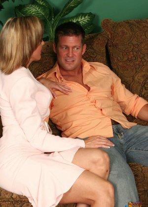 На осмотре нового семейного гнезда мужику предложили за бабки выебать жену - фото 28