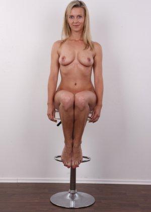 Слегка волосатый лобок девушки, которая предпочитает носить джинсы и свободные свитера - фото 16- фото 16- фото 16