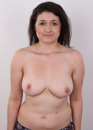 Телка пришла устраиваться на порно работку и сделала немножко фоток в голом виде - фото 8