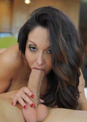 Прекрасный секс со зрелой большегрудой брюнеткой Авой Аддамс - фото 15