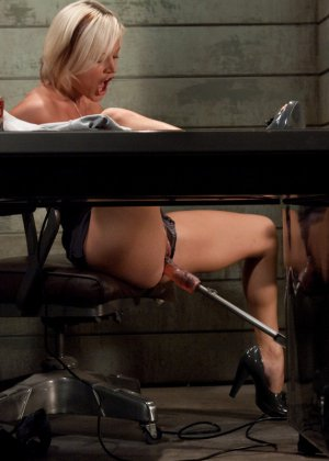 Жасмин Джоли решает испытать себя на секс-машине - фото 5- фото 5- фото 5