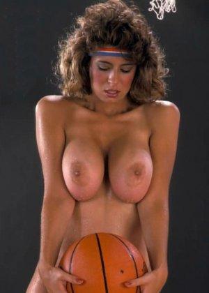 Кристи Каньен очень любит секс – это можно увидеть на винтажных фотографиях этой сексуальной галереи - фото 3