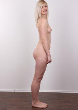 Кастинг с привлекательной блондинистой девушкой - фото 11
