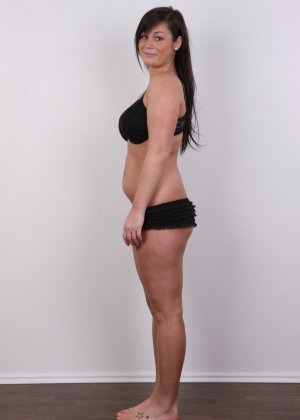 Жопастая красотка с большими сиськами показала соблазнительное тело - фото 6