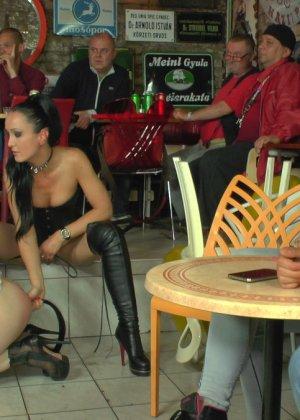 У фетишистов есть любимое кафе, где они могут заниматься всем, чем захотят - фото 15