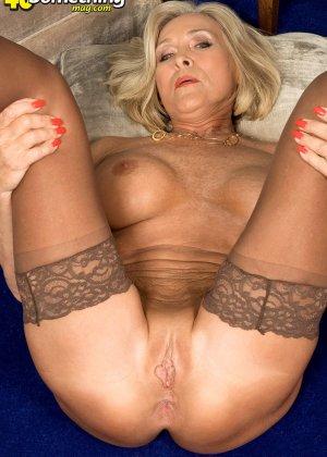 Женщина в преклонном возрасте показывает свое хорошее тело - фото 13- фото 13- фото 13