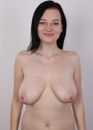 В чешском кастинге девушка решает показать всю себя без одежды и не стесняется камеры - фото 9