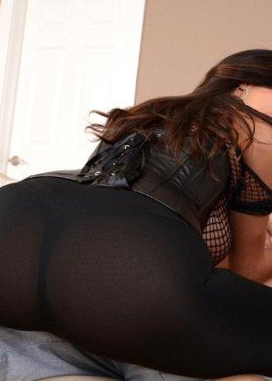 Сучка надевает свой самый сексуальный наряд для того, чтобы его сорвал настоящий мачо - фото 4