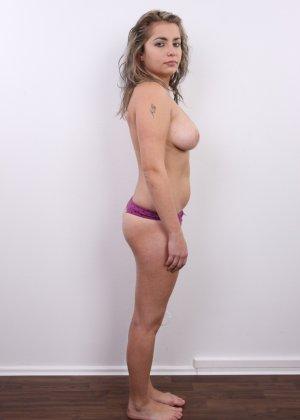 Телка с большими дойками роставила ножки на порно пробах - фото 8