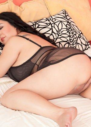 Пышная латинка показывает, как она хочет секса и сколько в ней темпераментна - фото 1