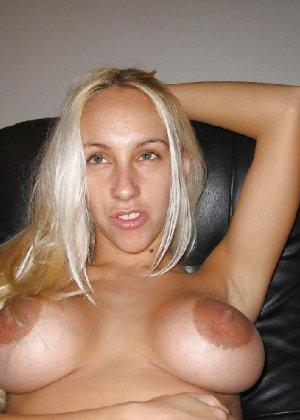 Блондинка разделась и вывалила свои сиськи перед фотиком друга - фото 23- фото 23- фото 23