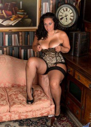 Сисястой Анилос захотелось порадовать мужа классным стриптизом, она знает, как он реагирует на эротическое белье - фото 2- фото 2- фото 2