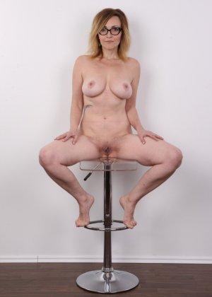 Опытная дамочка решает принять участие в чешском кастинге и показывает свое немолодое тело - фото 14