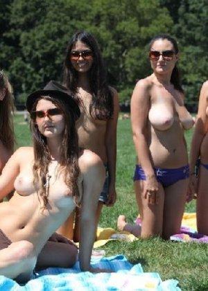Группа студенток после универа сделали несколько эротических кадров - фото 5