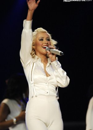Подборка фото знаменитостей которые выступают без нижнего белья - фото 5