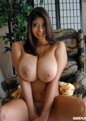 Зрелые индийские голые телки с большими батонами перед камерой - фото 14