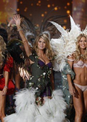 На конкурсе красоты выступают очень красивые модели в сексуальном белье - фото 5