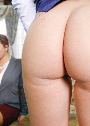 Карли Грей провинилась перед своей начальницей, но с готовностью искупила свою вину, подставив пизду под страпон - фото 6