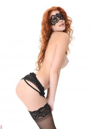 Хайди Романова – девушка в черном нижнем белье, которое она снимает, чтобы показать себя - фото 7