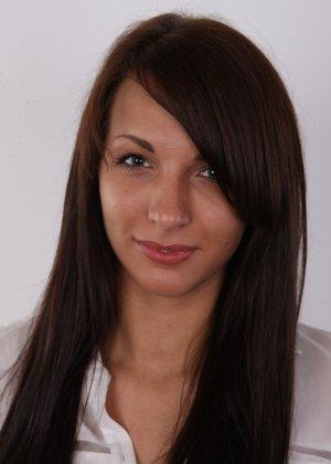 Красивая чешская проститутка снимается ради денег голой - фото 1