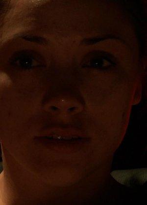 Кристина Роуз показывает свою развратность – она принимает на себя различные испытания, которые ей дают мужчины - фото 5