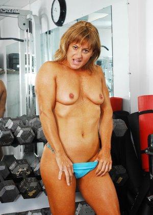 Тело этой женщины очень атлетично - она занимается бодибилдингом, но и про секс не забывает - фото 6