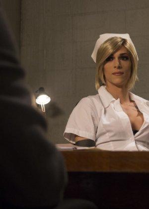 Педик дал в жопу трансвеститу в комнате с мягкими стенами и получил от этого большое удовольствие - фото 5