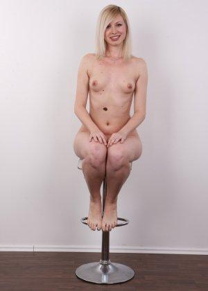 Кастинг с привлекательной блондинистой девушкой - фото 13
