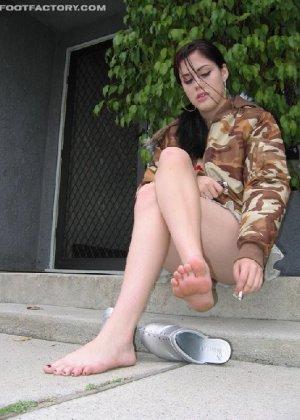 Девка в пьяном виде заставила пацана фоткать её мокрую киску - фото 4