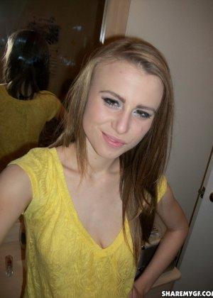 Любительские фотографии привлекательной молоденькой девчонки - фото 8