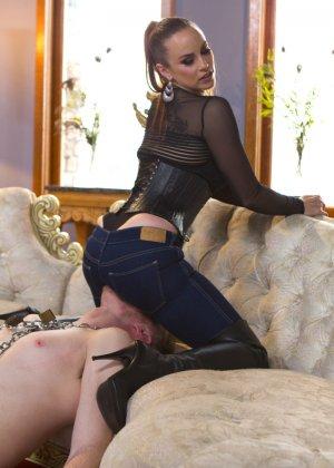 Бэлла Росси любит доминировать - ее партнер исполняет все желания, а затем трахает в пизденку - фото 8