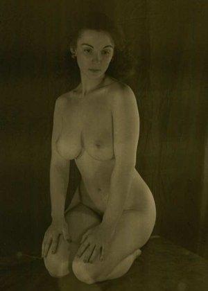 Очень старые фотографии показывают обнаженное тело женщины, которая не знала о существовании бритвы - фото 8