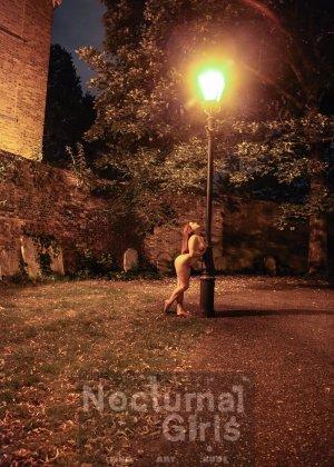 Изабель Дин – девушка без комплексов, поэтому показывает свои прелести прямо на фоне ночного города - фото 4