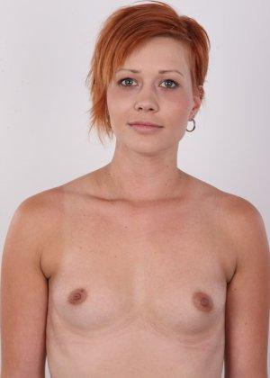 Рыжая, с маленькими сиськами пришла на кастинг для съемок в порно - фото 10