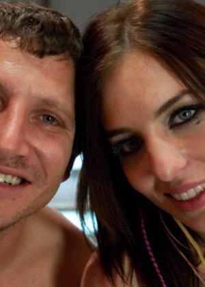 Женщина получила на день рождение мощный вибратор, который заменяет ей мужа - фото 15