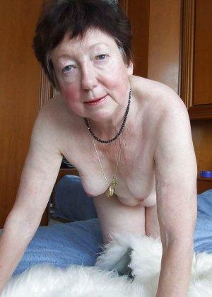 Зрелые телки оголят свои обвисшие груди, они бабки без комплексов, и трахнут кого угодно - фото 3
